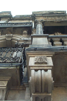 ARCHITECTONIC DETAILS IN THE STONE - THE GRANITE