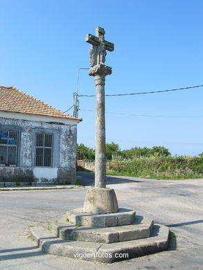 STONE CROSSES DE ALCABRE AND NAVIA