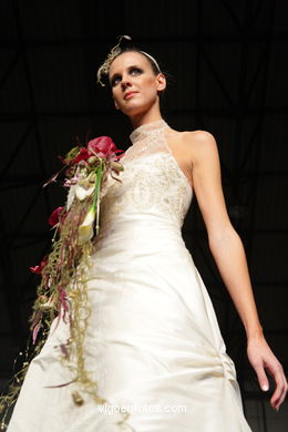 WEDDING DRESSES. BRIDAL GOWN. COLLECTION 2008. RUNWAY FASHION