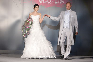 WEDDING DRESSES. BRIDAL GOWN. NUPTIAL COLLECTION  2008. RUNWAY FASHION
