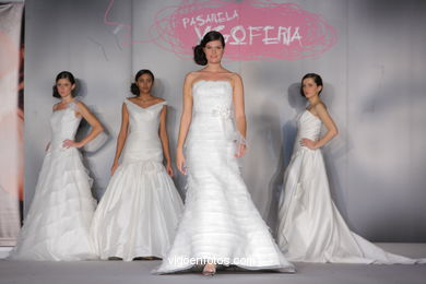 WEDDING DRESSES. COLLECTION 2010. RUNWAY FASHION. PRONOVIAS