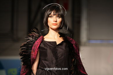 ALUNIZAJE. DISEÑADOR: YVONNE LOPEZ POBLACION. RUNWAY FASHION OF YOUNG FASHION DESIGNER 2008 - VIGOFERIA
