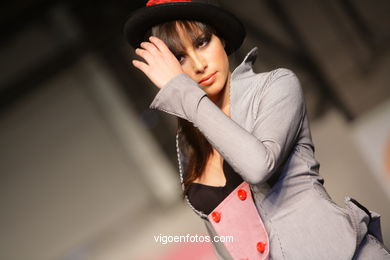 BASTON Y BOMBIN. DISEÑADOR: AIORA GANUZA GARCIA. RUNWAY FASHION OF YOUNG FASHION DESIGNER 2008 - VIGOFERIA