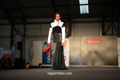 ORIGAMI. DISEÑADOR: GRUPO CHIHUAHUA -  MIGUEL ANGEL IBAÑEZ RAMIREZ Y MIGUEL ANGEL BRIAÑO. RUNWAY FASHION OF YOUNG FASHION DESIGNER 2008 - VIGOFERIA