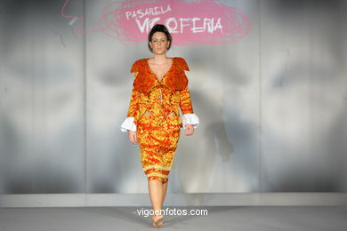 EPOQUED´OR. FASHION DESIGNER: IRIA CARLA BARCIA  . RUNWAY FASHION OF YOUNG FASHION DESIGNER 2009 - VIGOFERIA