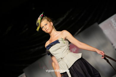 MIS JEANS. FASHION DESIGNER: RAQUEL BLANCO . RUNWAY FASHION OF YOUNG FASHION DESIGNER 2009 - VIGOFERIA