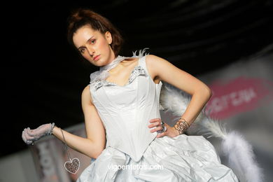 ETERNA MEDIEVAL. FASHION DESIGNER: RAFAEL FREITAS . RUNWAY FASHION OF YOUNG FASHION DESIGNER 2009 - VIGOFERIA