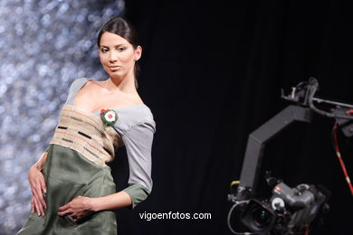 FASHION DESIGNER: ANA FLORA RODRÍGUEZ BORDAS. RUNWAY FASHION OF YOUNG FASHION DESIGNER TESOIRA 2007