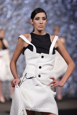 FASHION DESIGNER: MARIANA LUCÍA GIROLA IGLESIAS. RUNWAY FASHION OF YOUNG FASHION DESIGNER TESOIRA 2007