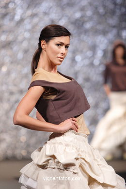 FASHION DESIGNER: LUCÍA CASANOVA YÁÑEZ. RUNWAY FASHION OF YOUNG FASHION DESIGNER TESOIRA 2007