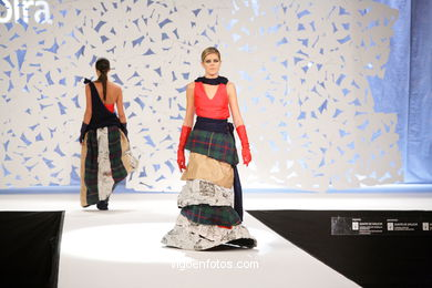 GLAMOUR NA RÚA. FASHION DESIGNER: NEREA MOLDES MONTES. RUNWAY FASHION OF YOUNG FASHION DESIGNER 2009