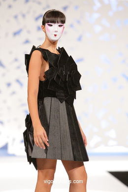 NIPONA. FASHION DESIGNER: MARÍA ROSA MARTÍNEZ ISLA. RUNWAY FASHION OF YOUNG FASHION DESIGNER 2009