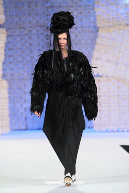 EL ÁNGEL AZUL. FASHION DESIGNER: MARÍA FENTE GONZÁLEZ. RUNWAY FASHION OF YOUNG FASHION DESIGNER 2010