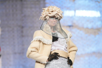 A ILUSORIA DEMENCIA DE JUANA I DE CASTELA. FASHION DESIGNER: FRANCISCO JAVIER NOGUEIRA LOIRA. RUNWAY FASHION OF YOUNG FASHION DESIGNER 2010