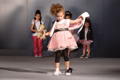 FASHION COLLECTION OF MARIA LORENZO Y CRISTINA MEGIAS - RUNWAY FASHION OF YOUNG FASHION DESIGNER 2007 - VIGOFERIA