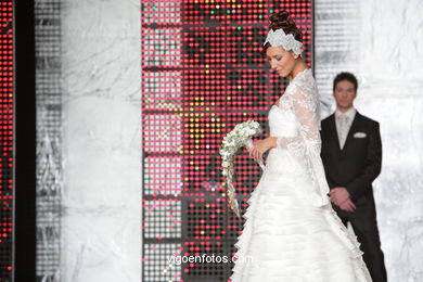 WEDDING DRESSES. COLLECTION 2010. RUNWAY FASHION. SPOSA NOIVAS 2010.