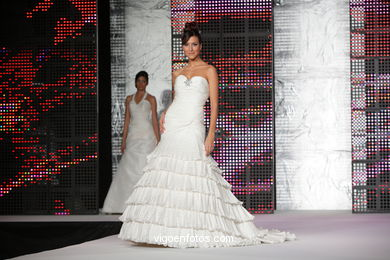 WEDDING DRESSES. COLLECTION 2010. RUNWAY FASHION. VIA NOVIA 2010