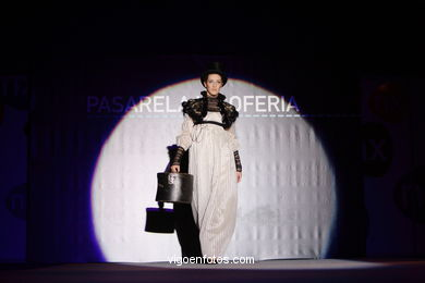 LAURA BERGAS FERROL - FRAGILE. RUNWAY FASHION OF YOUNG FASHION DESIGNER 2006