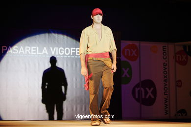 OLALLA NOVOA - PUESTA A PUNTO. RUNWAY FASHION OF YOUNG FASHION DESIGNER 2006