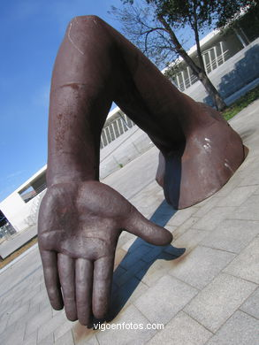 BAÑISTAS NO AREAL. SCULPTURES AND SCULPTORS. FRANCISCO LEIRO. VIGO