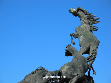 MONUMENT TO THE HORSES. SCULPTURES AND SCULPTORS. VIGO