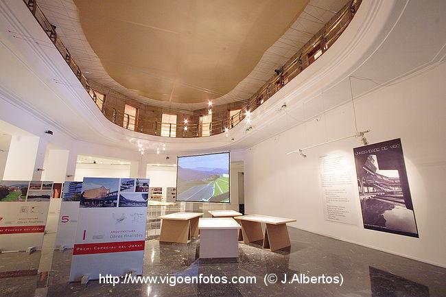 Fotos de salas planta baja de la casa de las artes vigo for Casa planta vigo