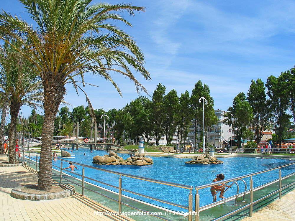 Fotos de piscinas y tobog n de agua de la playa de samil for Piscina villares de la reina
