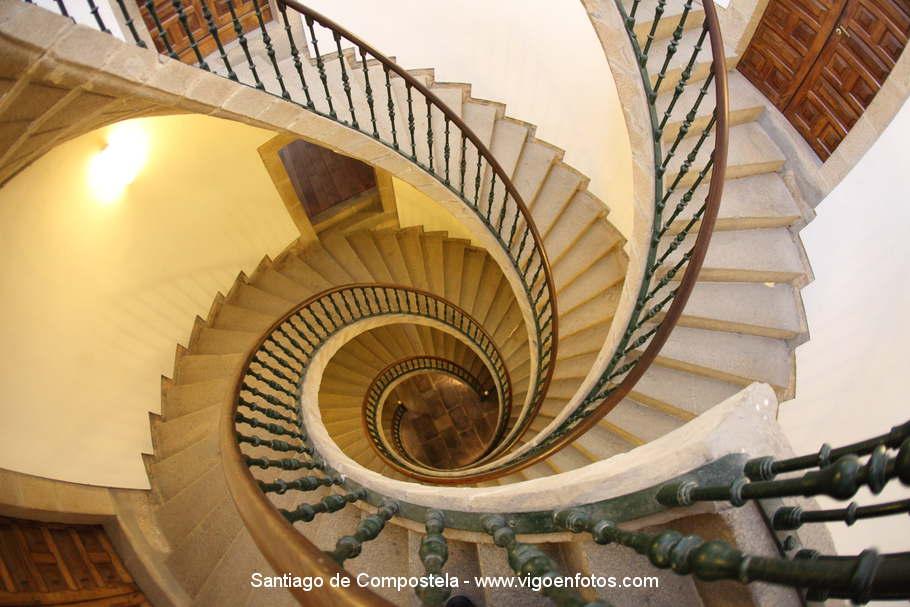 Fotos de escalera helicoidal de santo domingo de bonaval for Escaleras helicoidales